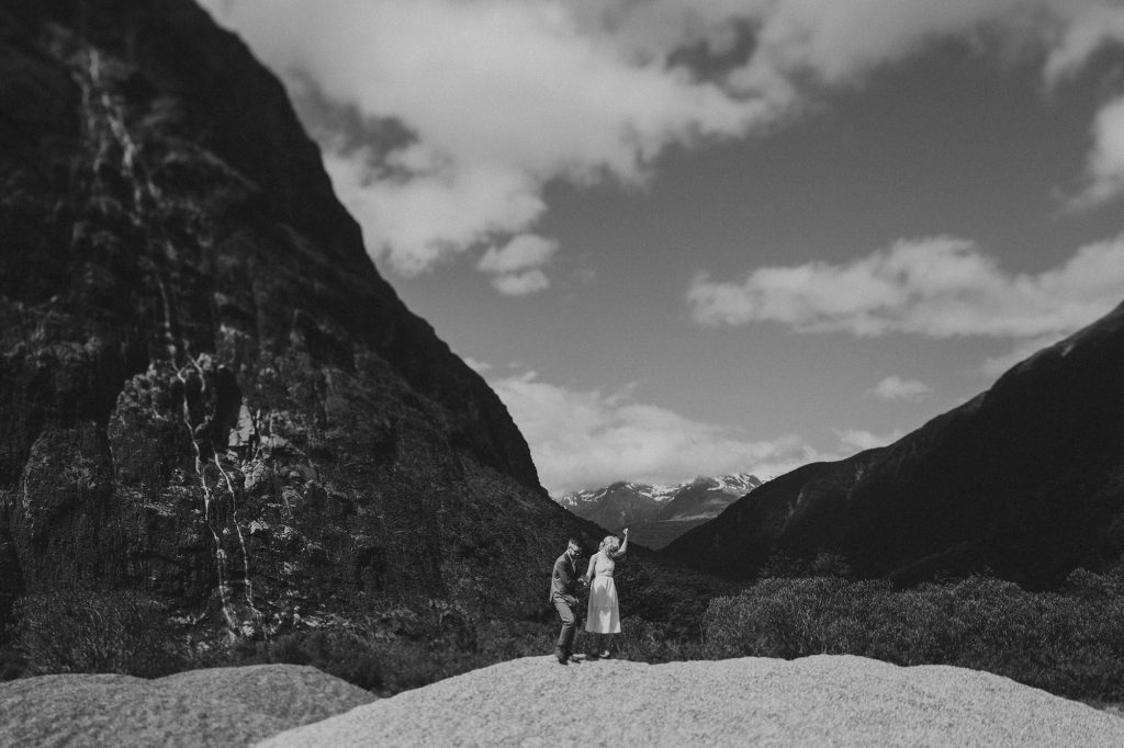 Categories: Weddings-Real Wedding: Andrew & Amie - Photography by Bayly & Moore