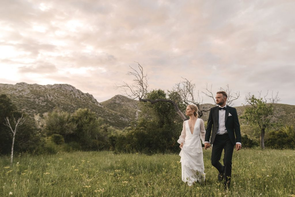 Categories: Weddings-Real Wedding: Jessie & Sam - Photography by Sarah Burton