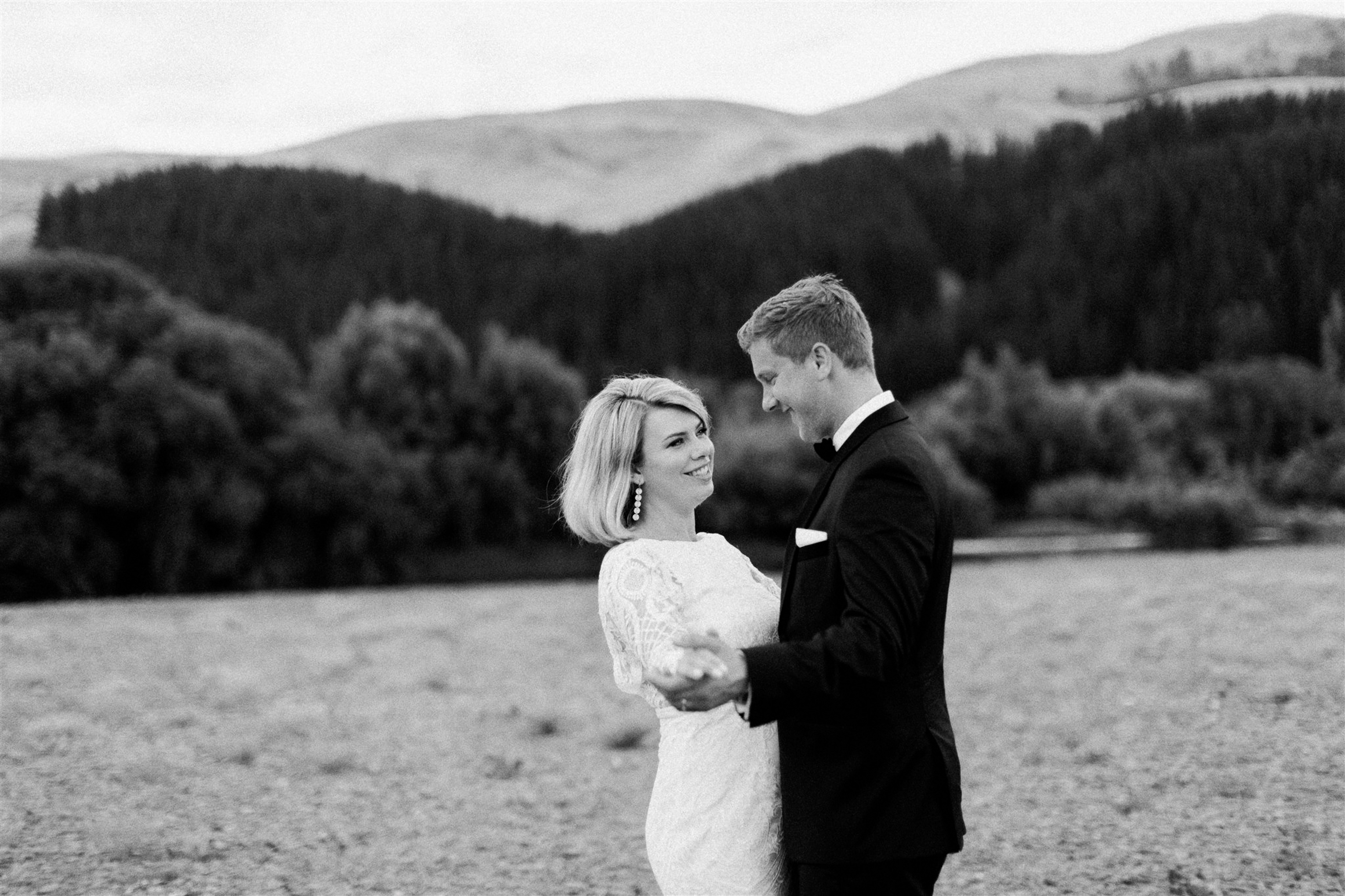 Categories: Weddings-Laura & Andrew - Photography by Melissa Mills