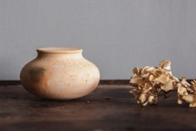 a8aa2699-9.-minami-samejima-ceramic-jar-in-natural-from-the-lovely-1024x683