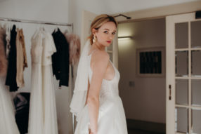 aa095967-daisy-daphne-wedding-dress-lopdell-landscape-a65a7135
