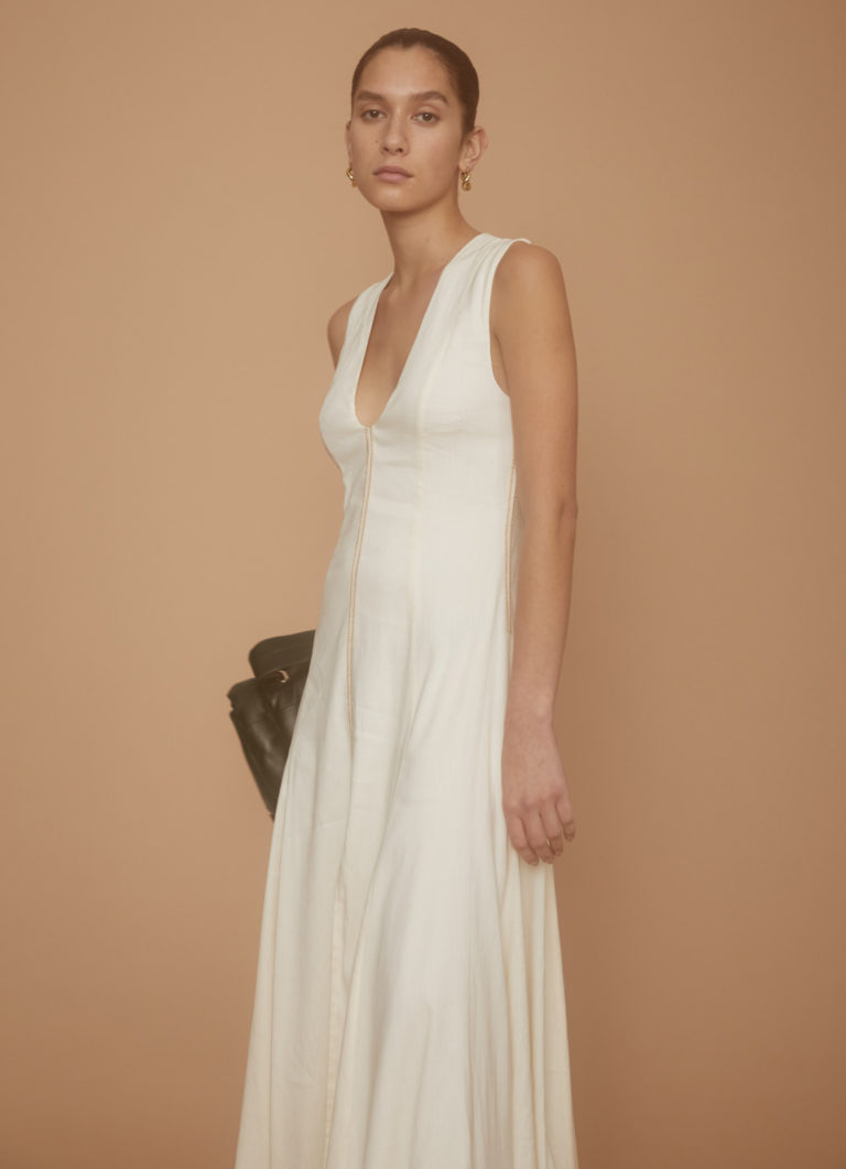 9b643522-34.look34_mana_white_v_dress013